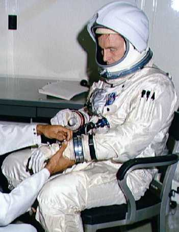 apollo space suit development - photo #2